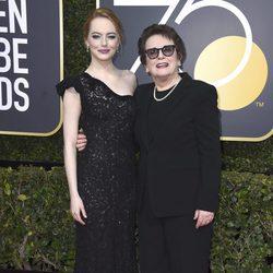 Emma Stone con Billy Jean King en la alfombra roja de los Globos de Oro 2018