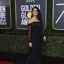 Penélope Cruz en la alfombra roja de los Globos de Oro 2018
