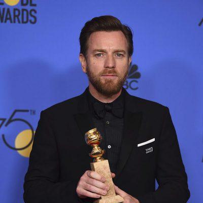 Ewan McGregor con su Globo de Oro 2018 por su papel en 'Fargo'