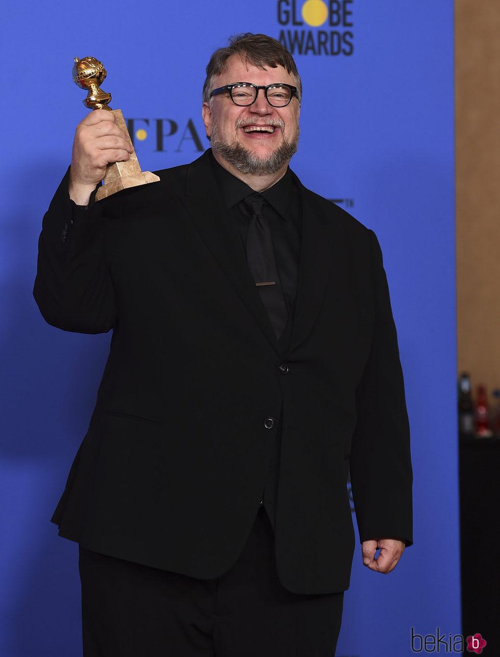 Guillermo del Toro con su Globo de Oro 2018 por 'La forma del agua'