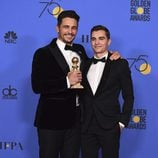 James Franco y Dave Franco con su Globo de Oro 2018 por 'The Disaster Artist'