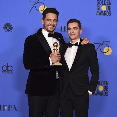 James Franco y Dave Franco con su Globo de Oro 2018 por 'The Disaster Artist'
