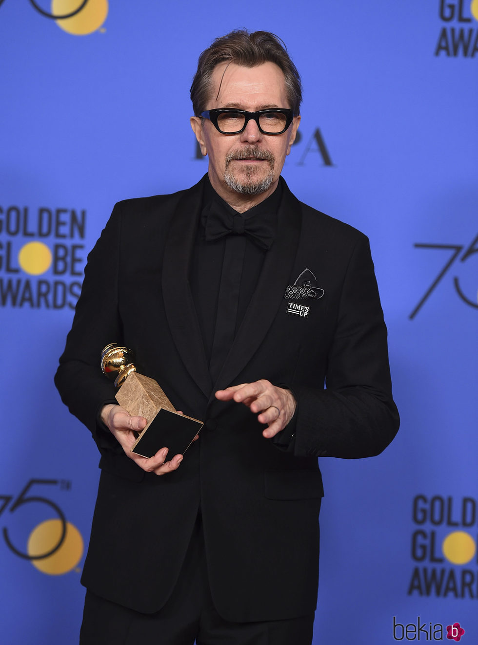 Gary Oldman con su Globo de Oro 2018 por 'Las horas más oscuras'