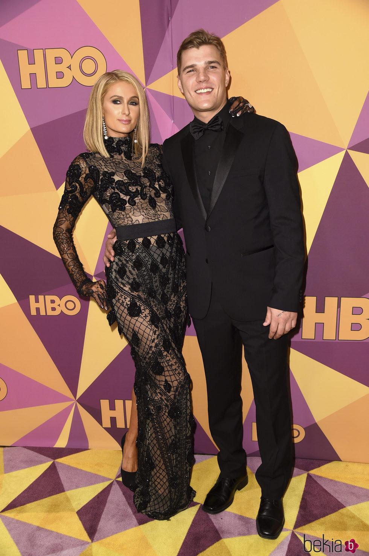 Paris Hilton y Chris Zylka en la fiesta HBO tras los Globos de Oro 2018