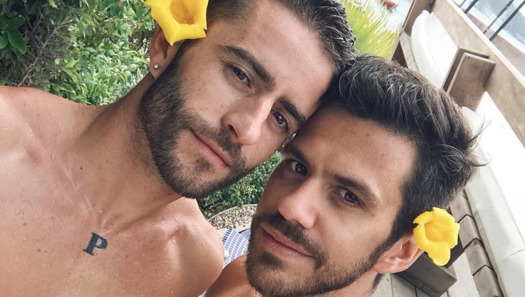 Pelayo Díaz y Andy Mc Dougall, muy románticos en Brasil