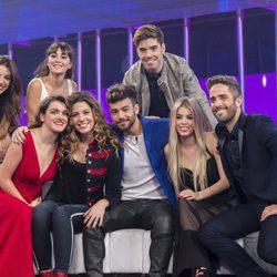 Los concursantes de 'OT 2017' junto a Roberto Leal en la gala 10