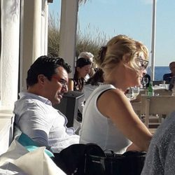 Belén Rueda con Francis Malfatto en las playas de Marbella