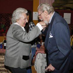 Leandro de Borbón saluda a la Infanta Pilar