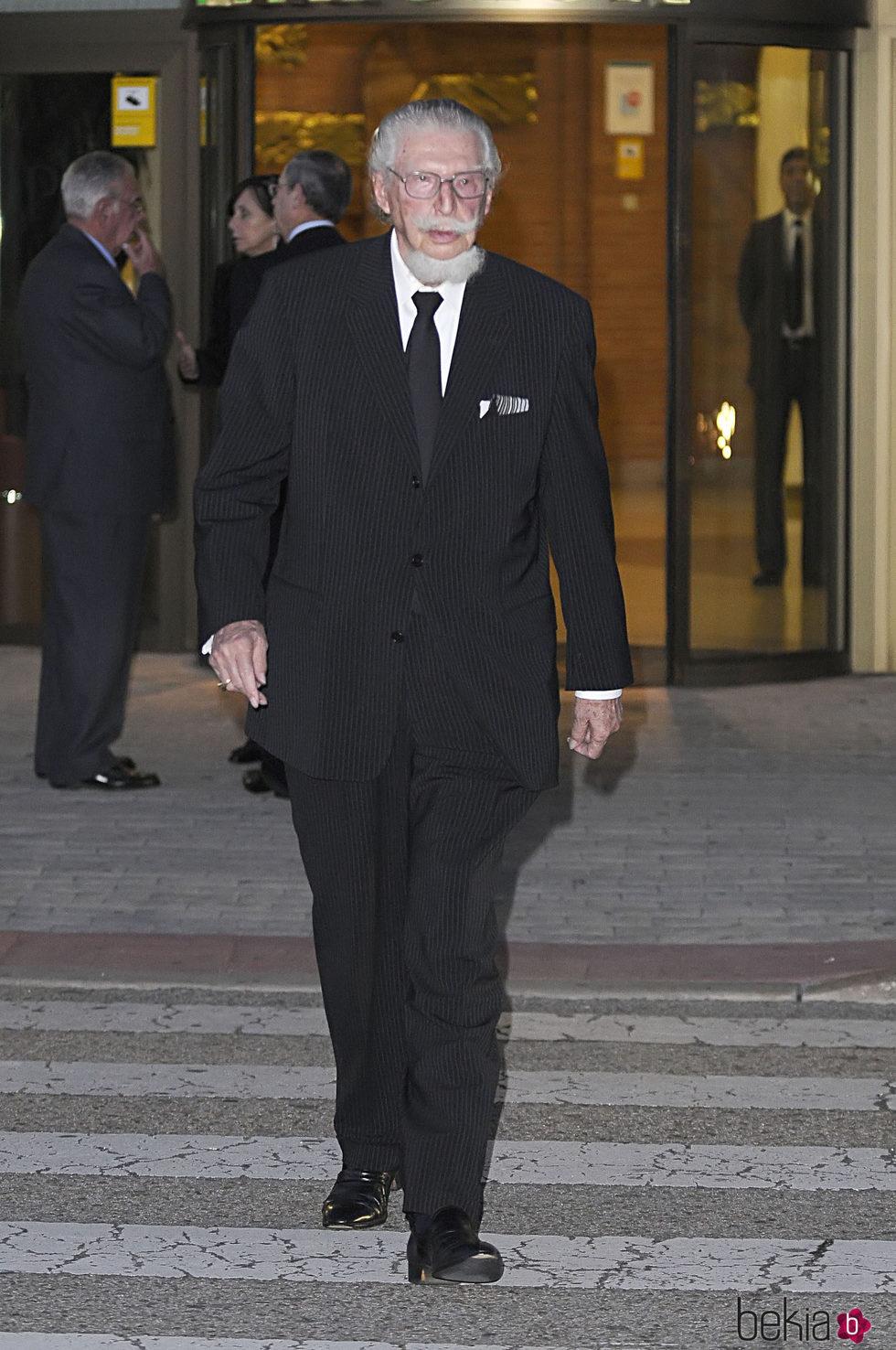 Leandro de Borbón en la capilla ardiente de Sabino Fernández Campo