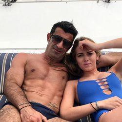 Luis Figo en la playa con su hija Daniela Svedin Figo