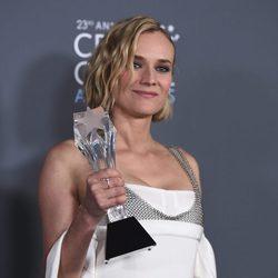 Diane Kruger con su premio en los Critics' Choice Awards 2018