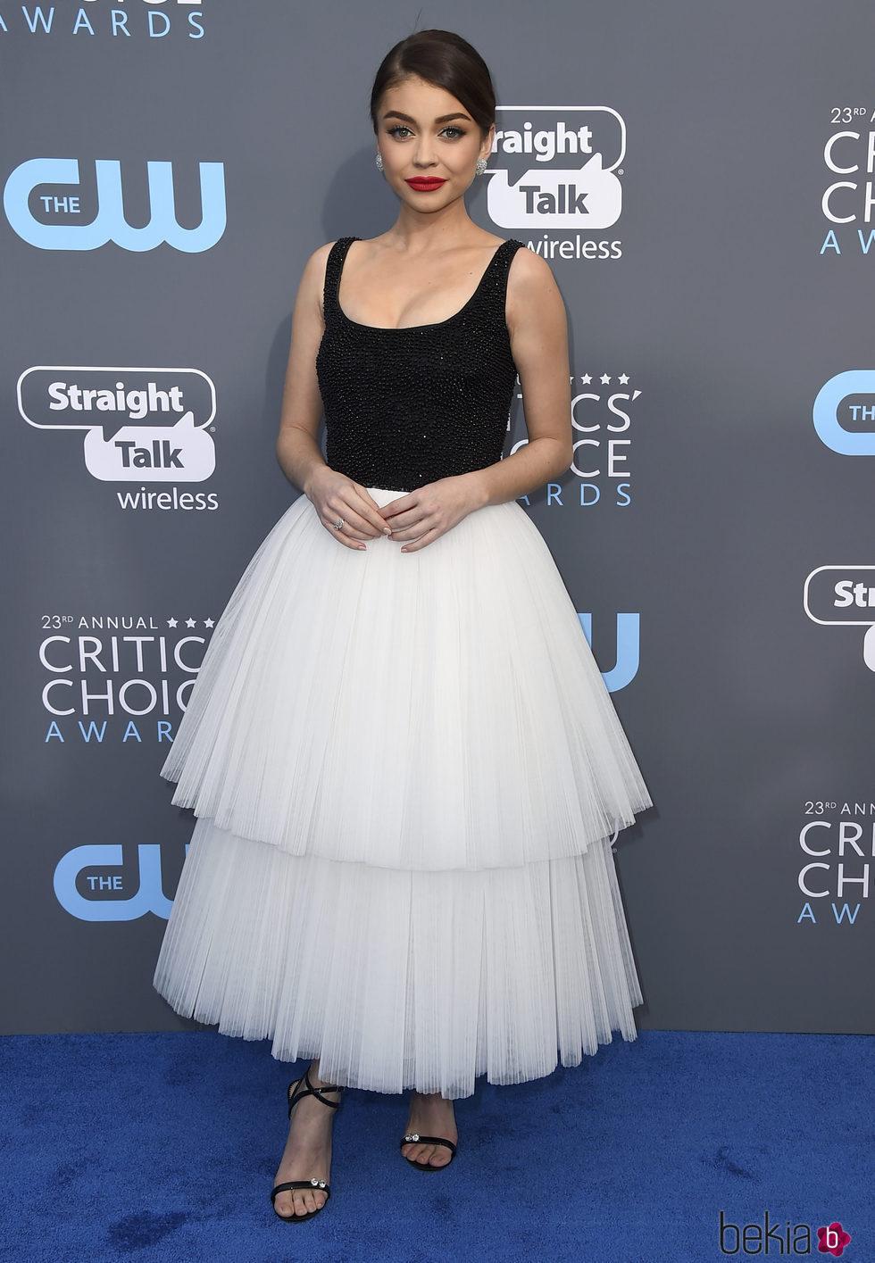Sarah Hyland en la alfombra roja de los Critics' Choice Awards 2018