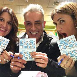 Laura Fa, Kiko Hernández y Carlota Corredera jugando al bingo