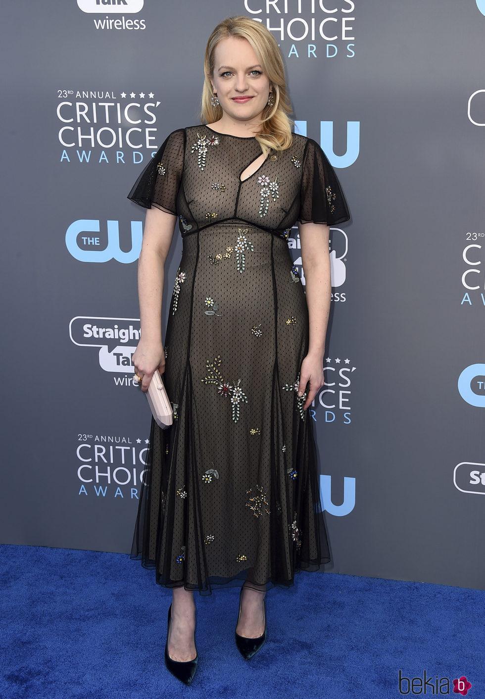 Elisabeth Moss en la alfombra roja de los Critics' Choice Awards 2018