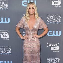 Kaley Cuoco en la alfombra roja de los Critics' Choice Awards 2018