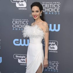 Angelina Jolie en la alfombra roja de los Critics' Choice Awards 2018