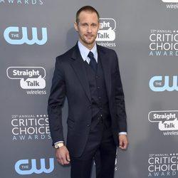 Alexander Skarsgård en la alfombra roja de los Critics' Choice Awards 2018