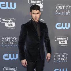 Nick Jonas  en la alfombra roja de los Critics' Choice Awards 2018
