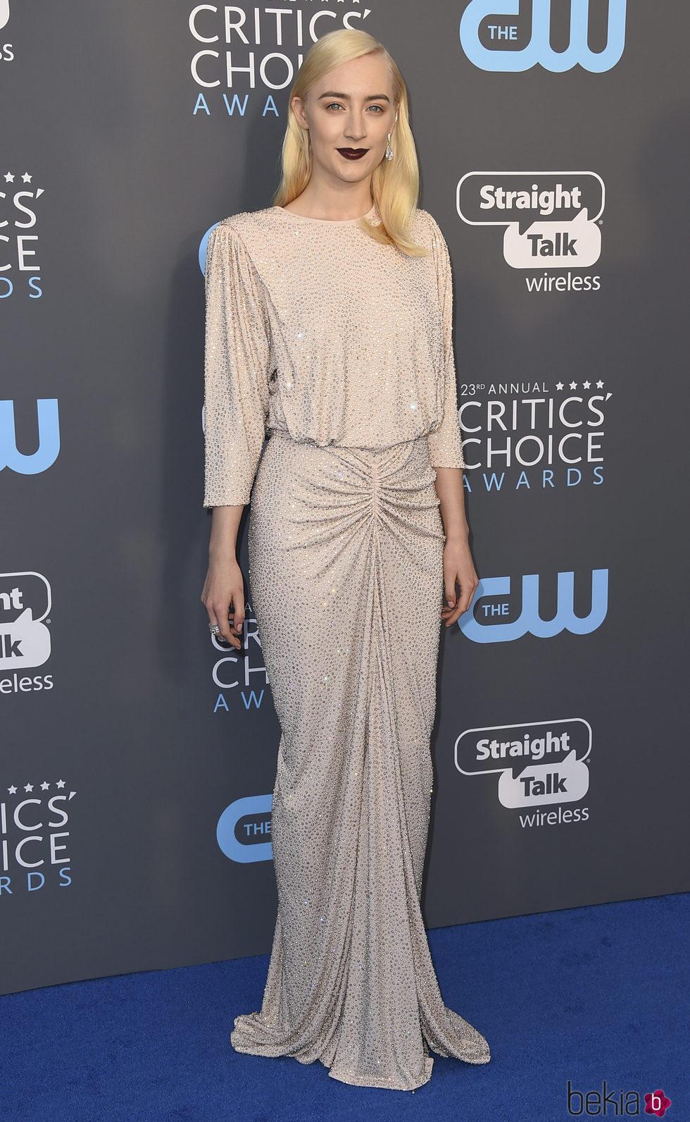 Saoirse Ronan en la alfombra roja de los Critics' Choice Awards 2018