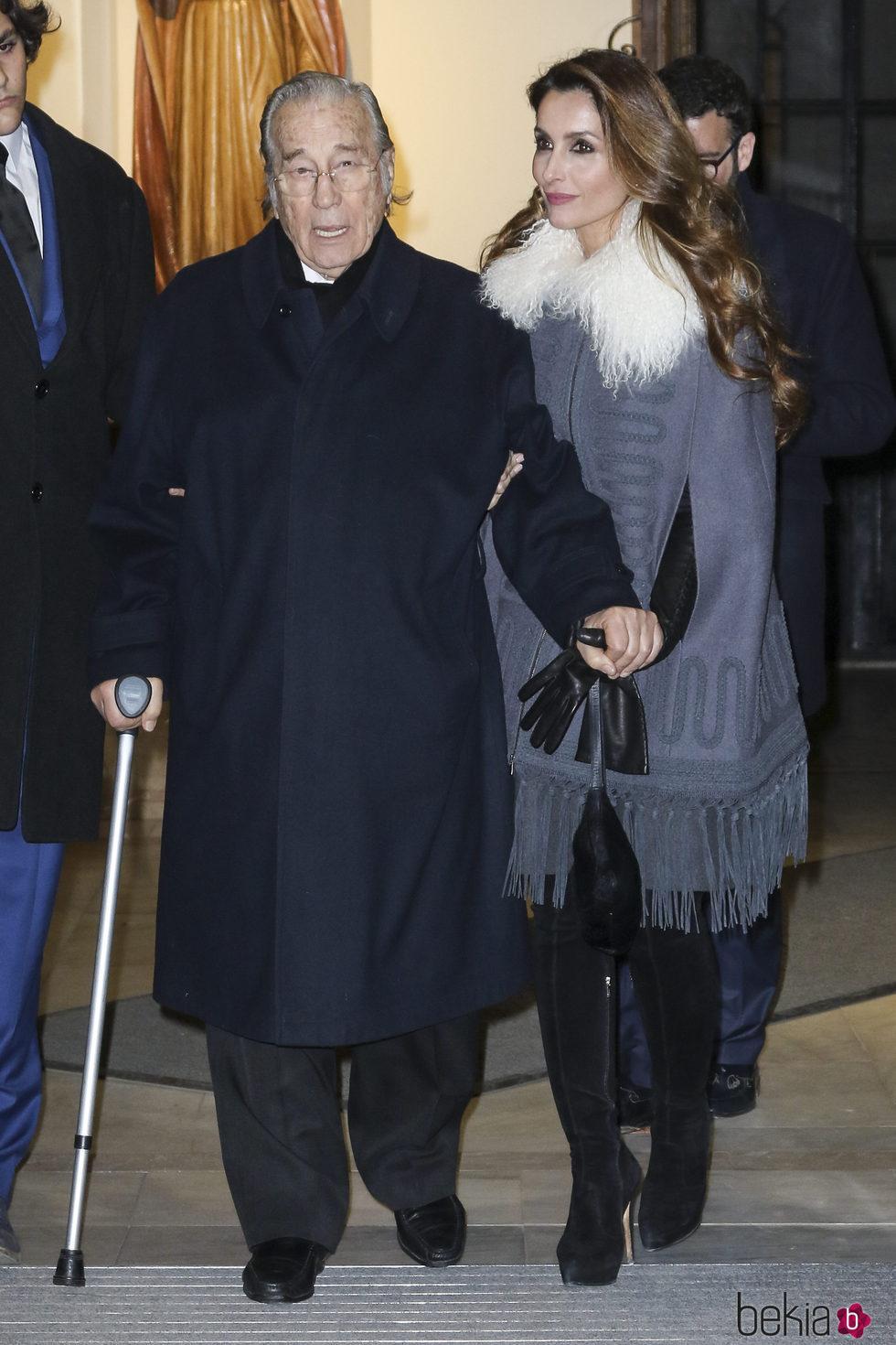 Paloma Cuevas y Victoriano Valencia en el funeral de Carmen Franco