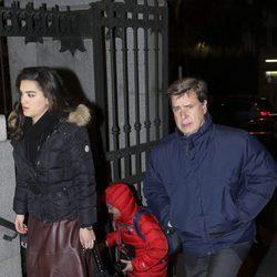 Cayetano Martínez de Irujo y Bárbara Mirjan en el funeral de Carmen Franco