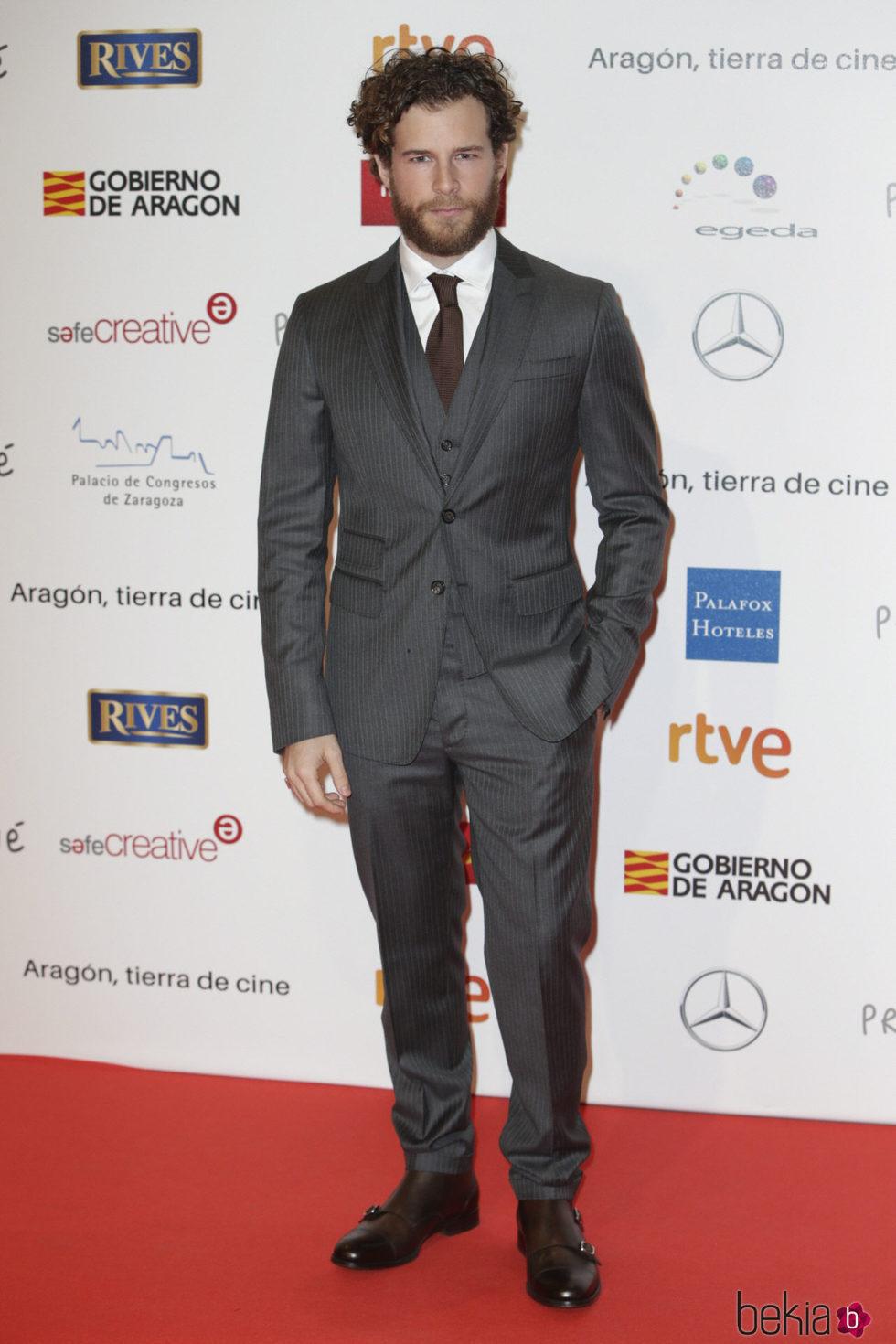 Álvaro Cervantes en la alfombra roja de los Premios Forqué 2018