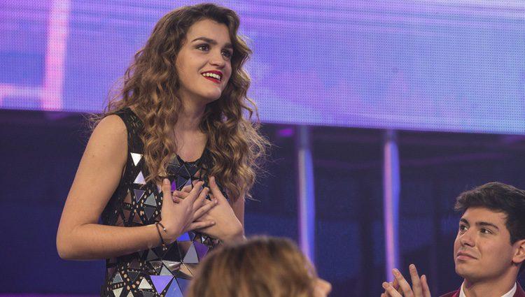 Amaia escuchando las valoraciones del jurado en la gala 11 de 'OT 2017'