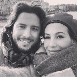 Almudena Navalón y Manuel Carrasco en un viaje a París