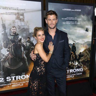 Elsa Pataky y Chris Hemsworth posan en la premiere de la película '12 strong'