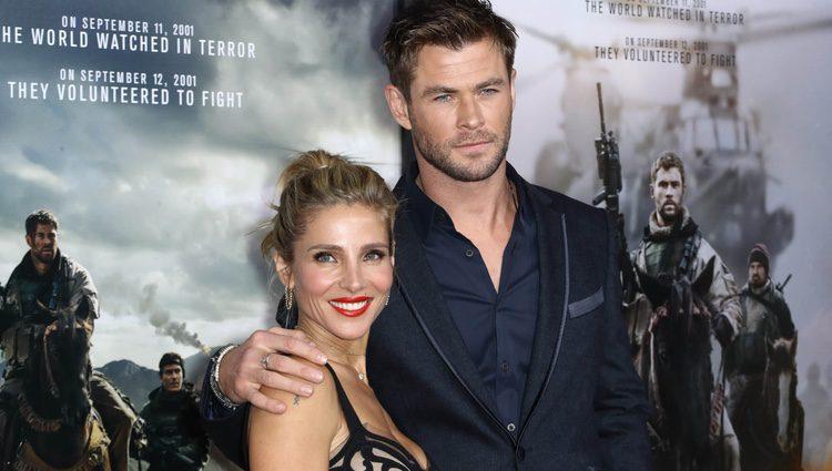 Chris Hemsworth y Elsa Pataky en la premiere de la película  '12 strong'