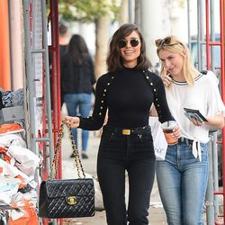 Olivia Culpo con bolso de Chanel
