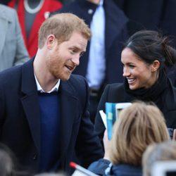 El Príncipe Harry y Meghan Markle durante su primera visita oficial juntos a Gales