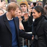 El Príncipe Harry, muy cariñoso con Meghan Markle en Gales