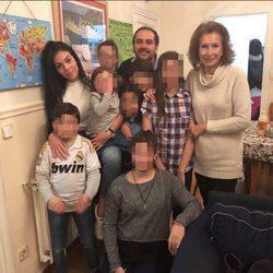 Georgina Rodríguez rodeada de niños en uno de los centros de Nuevo Futuro