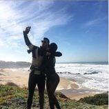 Cristiano Ronaldo y Georgina Rodríguez haciéndose una selfie en Portugal