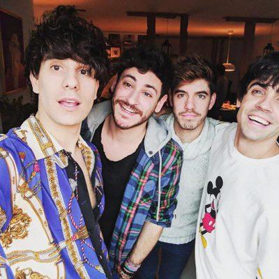 Javier Ambrossi, Javier Calvo, Cepeda y Roi en el cumpleaños del segundo