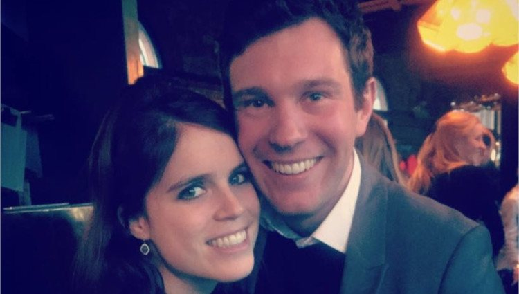 La Princesa Eugenia de York y James Brooksbank tras anunciar su compromiso