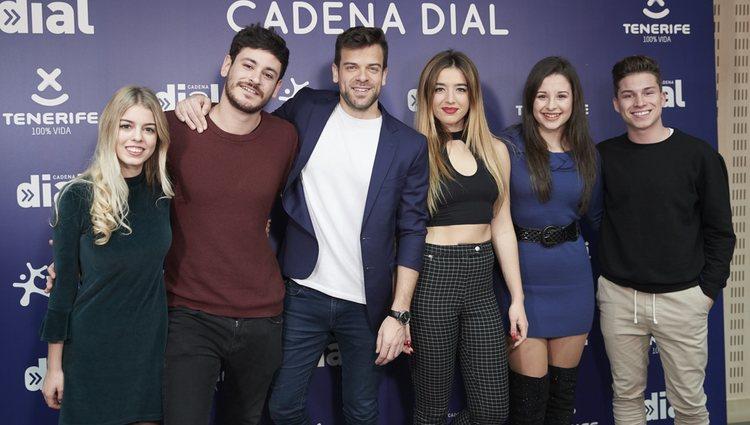 Nerea, Cepeda, Ricky, Mimi, Thalía y Raoul en la presentación de la XXII edición de los Premios Cadena Dial