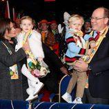 Alberto y Estefanía de Mónaco con los Príncipes Jacques y Gabriella en el Festival de Circo de Monte-Carlo 2018
