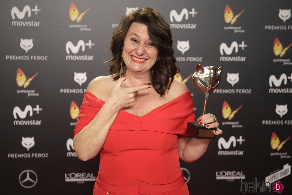 Adelfa Calvo con su premio Feroz 2018