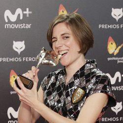 Carla Simón con su premio Feroz 2018
