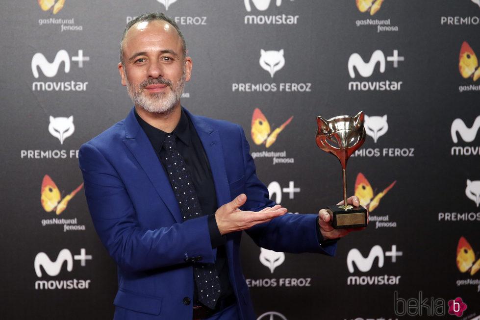 Javier Gutiérrez con su premio Feroz 2018