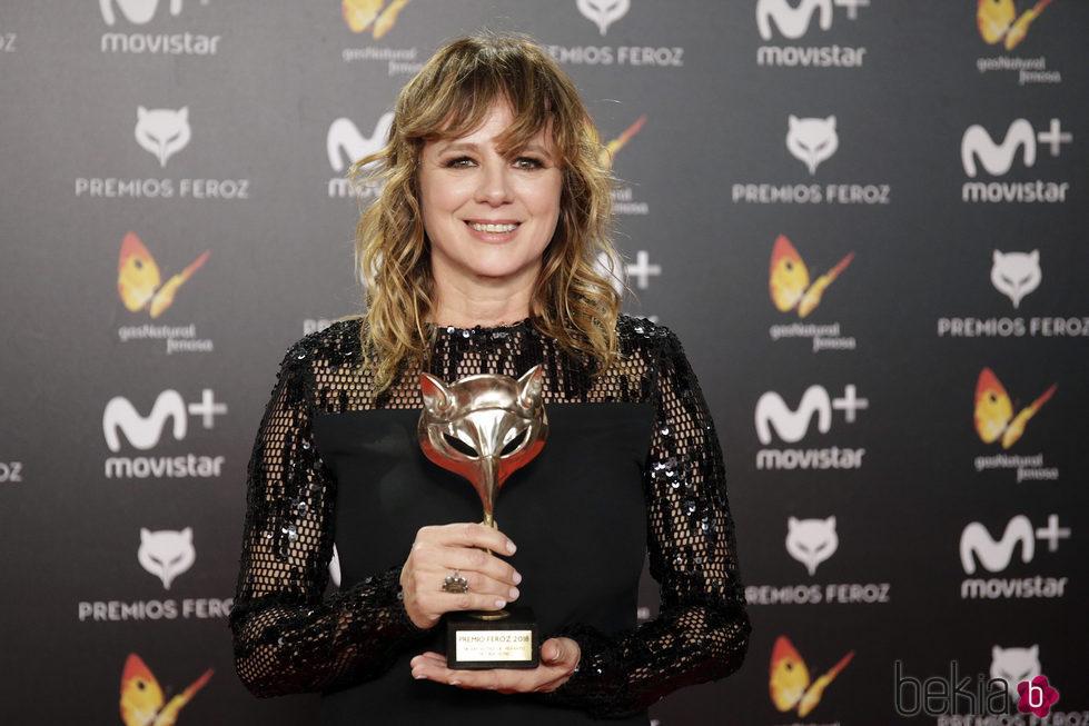 Emma Suárez con su premio Feroz 2018