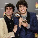 Javier Ambrossi y Javier Calvo con su premio Feroz 2018