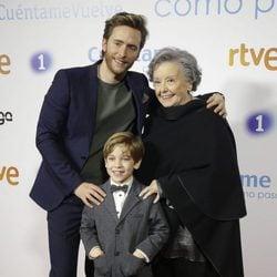 Pablo Rivero, María Galiana y el pequeño Victor en la premier de la 19 temporada de 'Cuéntame'