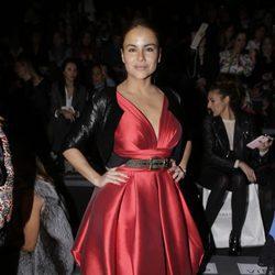 Mónica Hoyos en el desfile de Hannibal Laguna en Madrid Fashion Week otoño/invierno 2018/2019