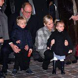 Alberto y Charlene de Mónaco con sus hijos Jacques y Gabriella en Santa Devota 2018