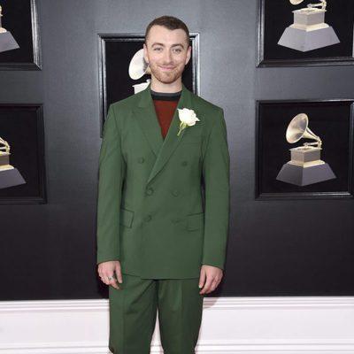 Sam Smith en la alfombra roja de los Premios Grammy 2018
