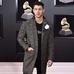 Nick Jonas en la alfombra roja de los Premios Grammy 2018
