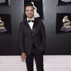 Luis Fonsi en la alfombra roja de los Premios Grammy 2018